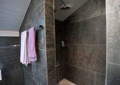 skinrock-dachboden-dusche